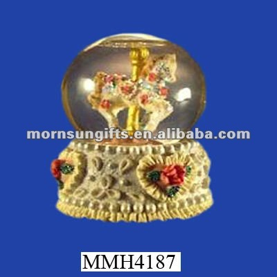 Meaningful polyresin merry-go-round birthday snow globe
