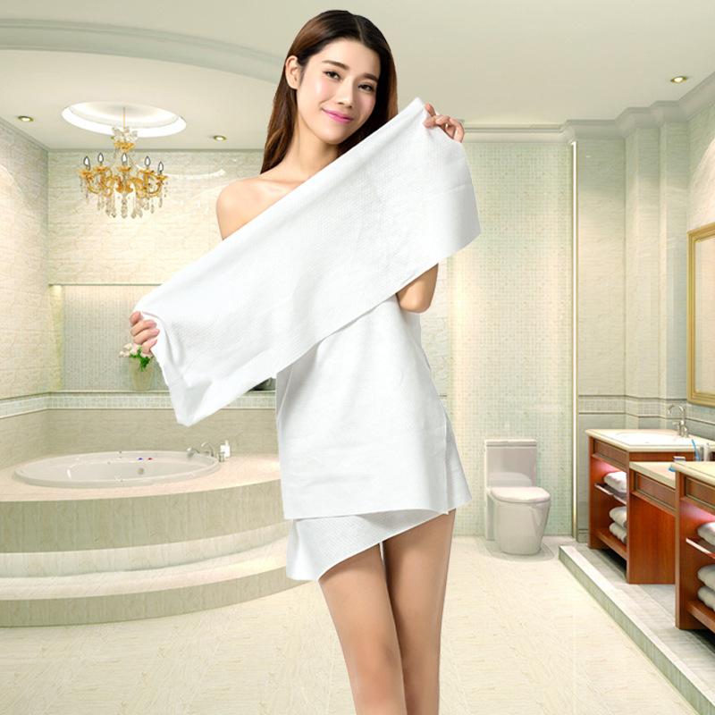 Картинка в полотенце белом на отдыхе