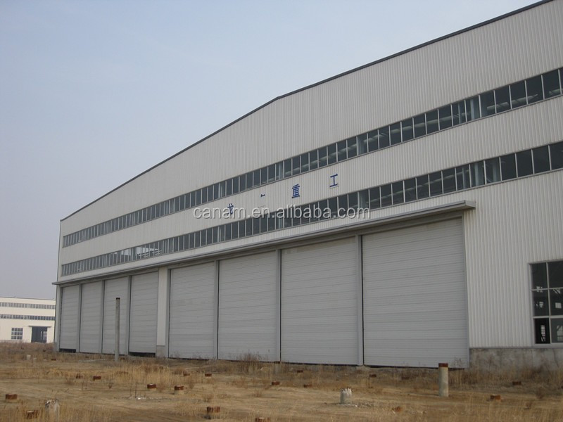 Large sliding aircraft hangar door