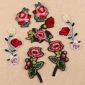 custom machine embroidered beautiful flower iron on patches for clothing