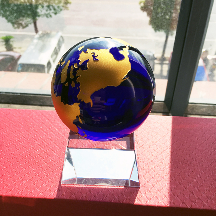 Hot sale High quality 60mm 80mm 100mm Cobalt Blue Art Glass World Globe Map Paperweight with stand DILU glass earth globe ball