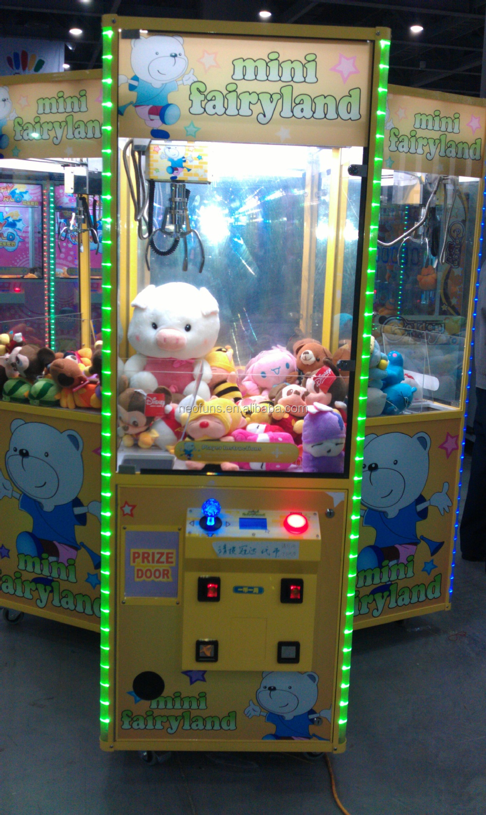 Toy Claw Machine Game : Newest candy crane claw machine mini toy