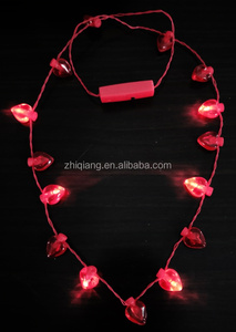 Eletrnal love arts plastic 17 red hearts led flashing light necklace for valentine's day