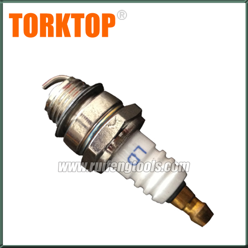 China bc430 520 brush cutter parts grass trimmer engine spark plug