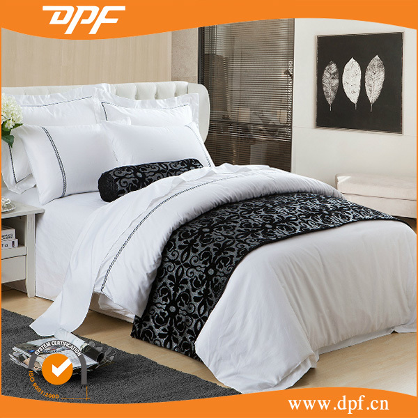 2015 Best selling hotel bedding set textile jacquard damask with black bed runner