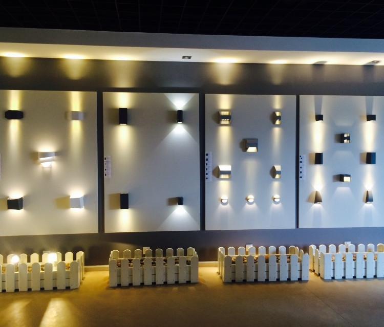 Luces para escaleras luz para barandillas de terraza for Luces interiores