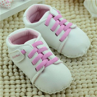White PU Leather Crib Sneakers Casual Baby Shoes with Pink Shoelace