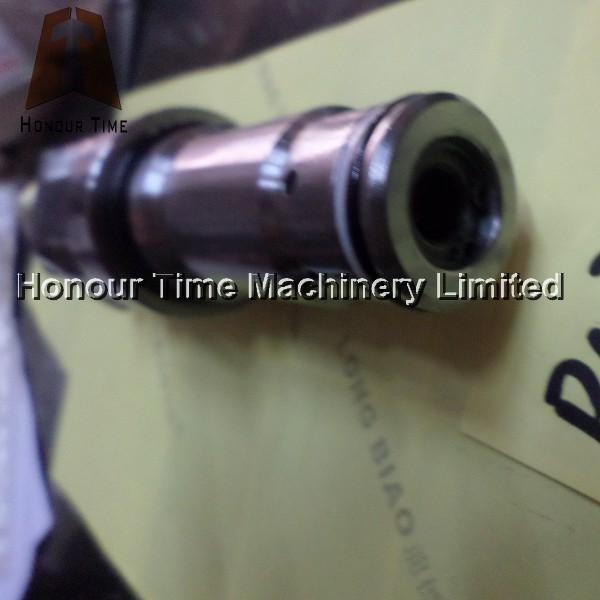PC200-5 Main relief valve (3).JPG