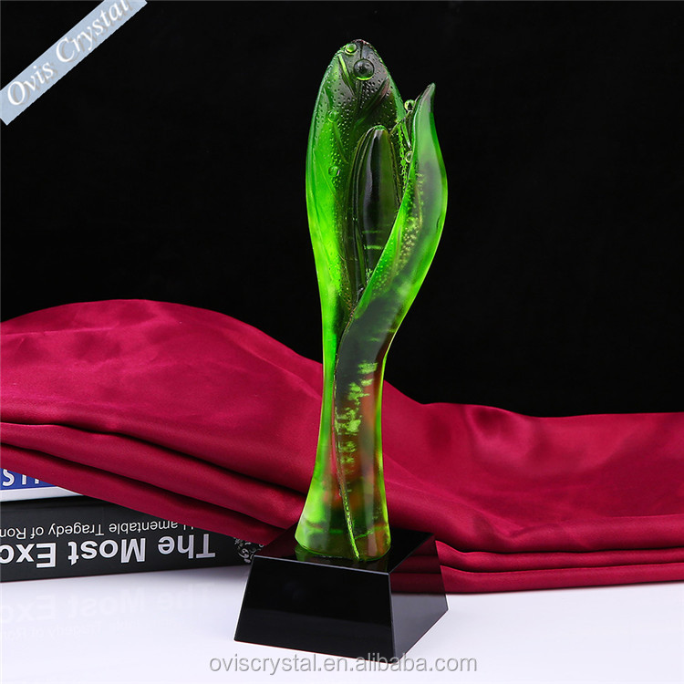 new design customized Liuli green color k9 crystal trophy award with custom logo laser engraved