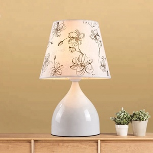 Wholesale nordic simple indoor bedside table lamps hotel table lamp with flower fabric shade