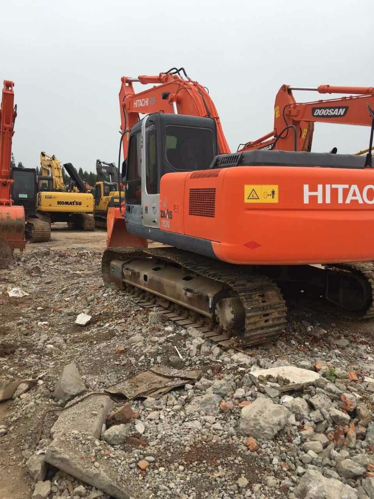 competitive price Hitachi zx200 crawler construction excavator on sale