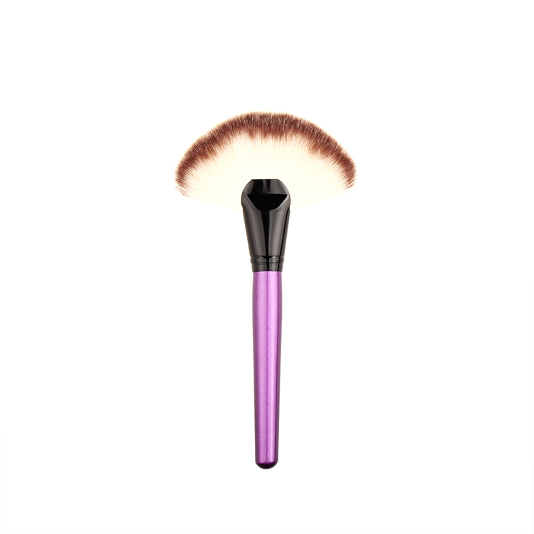 New High Quality Nylon Hair Makeup Fan <strong>Brush</strong>