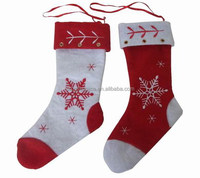 2018 New fashion hot China handmade fabric ornaments kids gifts wholesale Christmas stocking stands red and white felt decor