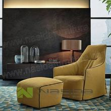 CH330 Monica Contour Chaise Lounge Armchair in livingroom