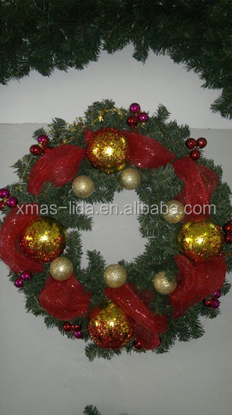 Mesh Decoratived PVC Christmas Wreath with Golden Ball