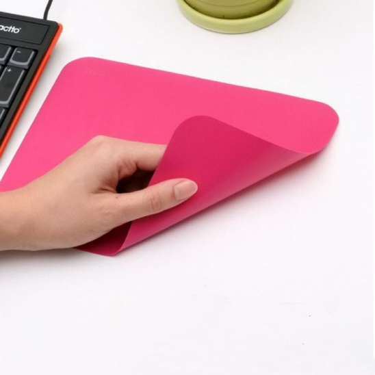 Shenzhen wholesale creative cheap silicone rubber mouse pad