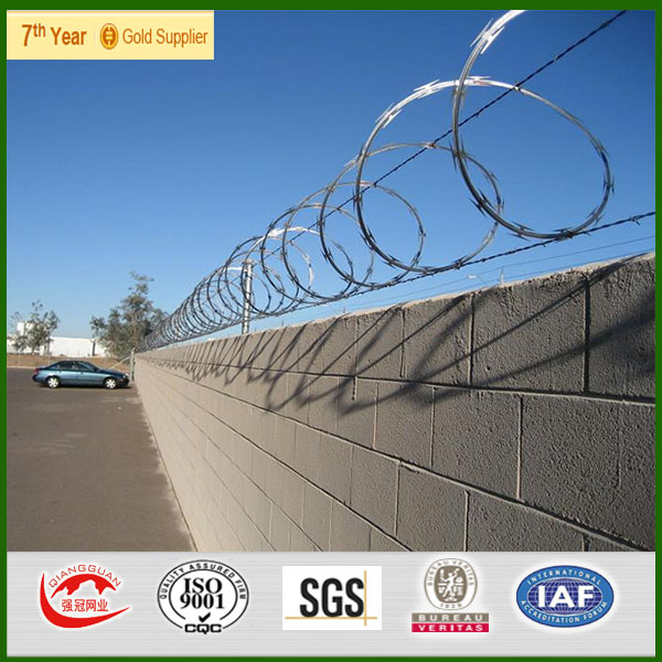 military grade barb wire fence/ hot dipped razor barbed wire price for sale