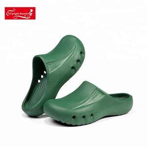 Comfortable anti slip medical clogs eva injection doctor slippers