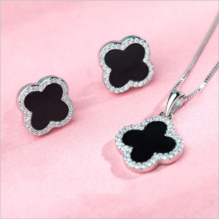 2019 <strong>fashion</strong> S925 sterling silver four-leaf clover necklace female black agate with diamond pendant clavicle chain gift for girl