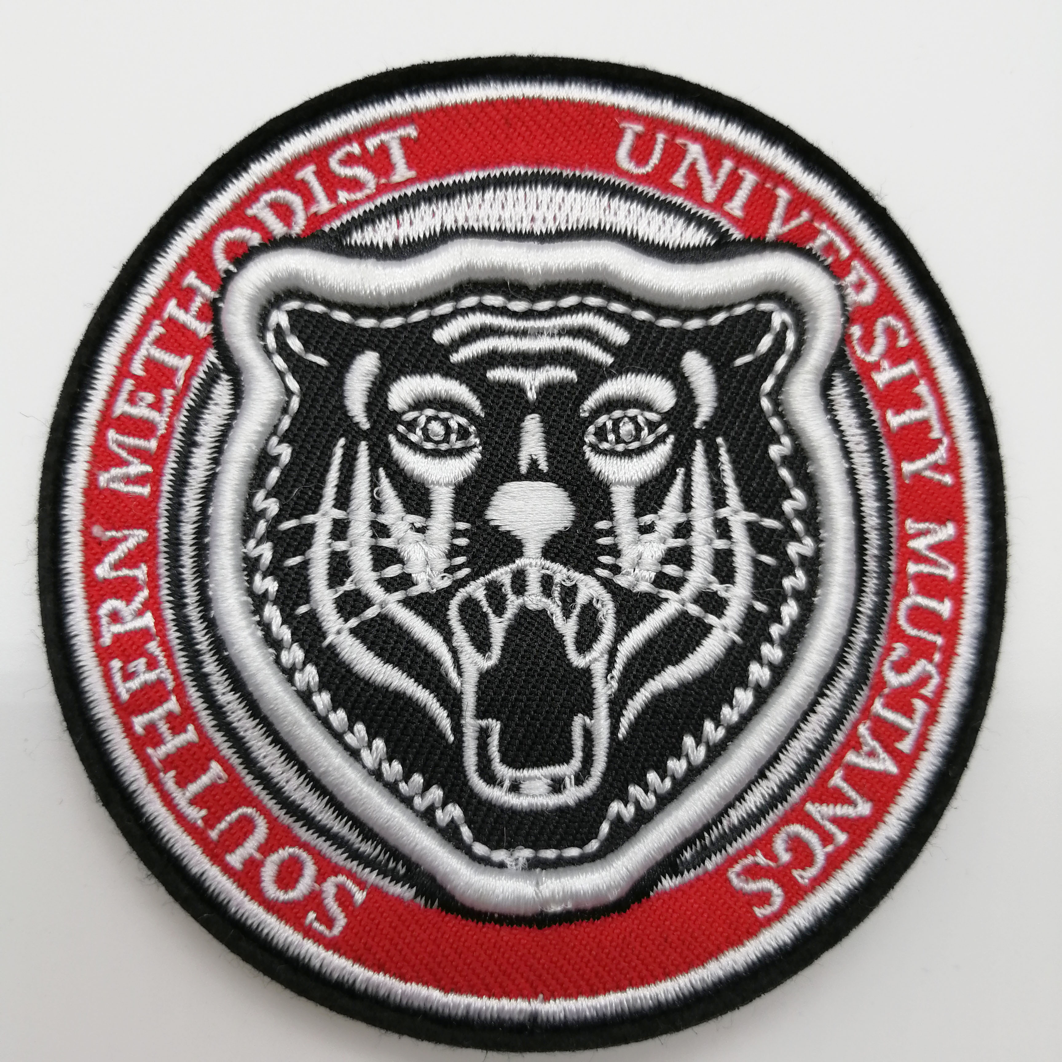 Custom embroidered iron on high quality low MOQ embroidery patch