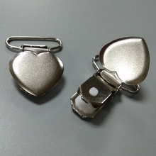 Metal suspender clip heart shaped baby pacifier clip made in china