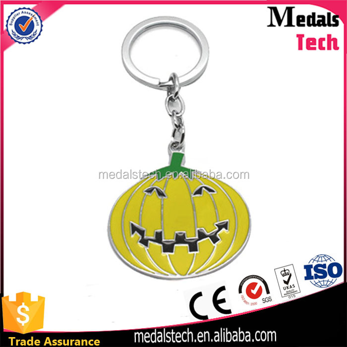Wholesale cheap halloween pumpkin metal keychain,custom funny fruit keychain