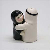 Saudi Arabia Souvenir Custom Hugging Salt and Pepper Shakers Wholesale