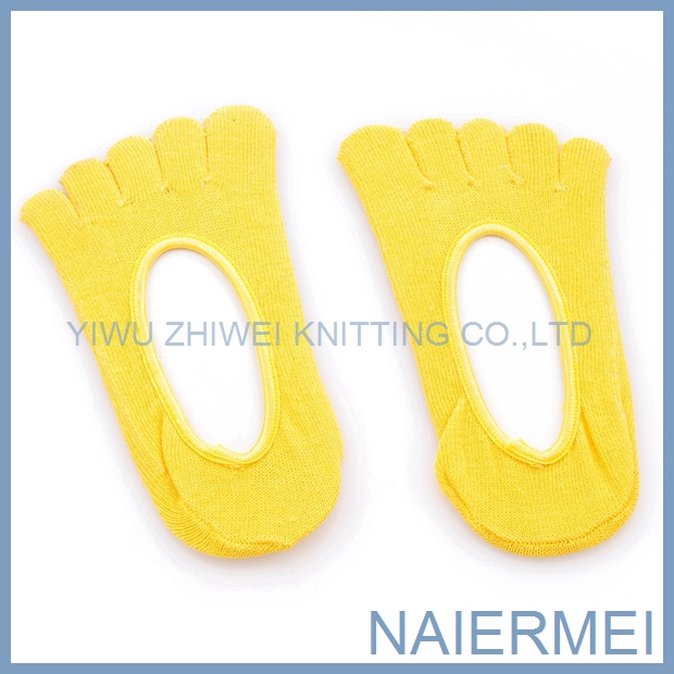 2016The New Style Cotton Knitted Five Finger Girls Socks in Hot Sales
