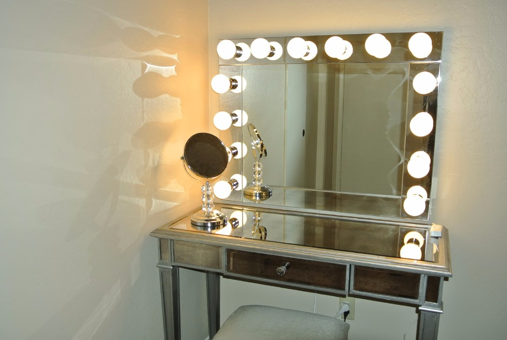 Hollywood Lighted Vanity Mirror W Side Outlet