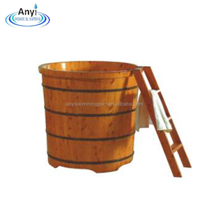 Round canada cedar wooden bathtub with ladder