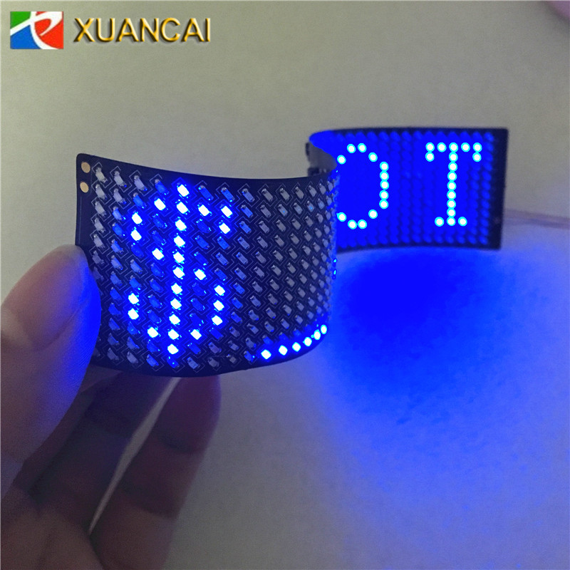 Multilingue Cinese Inglese Francese Spagnolo Giapponese Coreano India P2.5-12x48 (32X150mm) Bluetooth flessibile Display A LED Scarpe