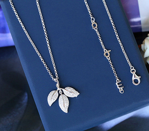 Amazon SJ Fashion Design SJPN063 Charming Bridal 925 Sterling Silver Real Gold Plated Cubic Zircon Leaf Pendant Necklace as Gift