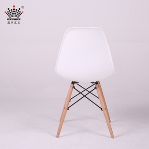 2018 new style modern cheap pure color wooden legs PP plastic dining room chairs white