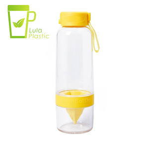 LULA New Children Drinking Wholesale Tritan Plastic Juice Fruit Customize Infusion Water Bottle with Infuser 660ml