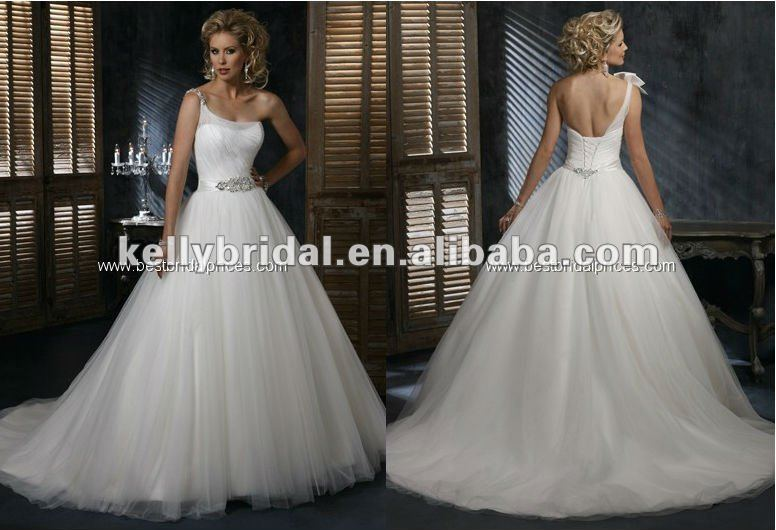 2014 luxurious Paris White Ball Gown Wedding Gown With Beaded Belt