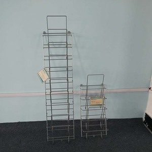 Book & magazine wire display rack with fixed hanger