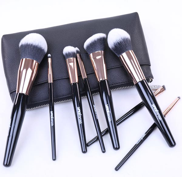 Yaqi black wood handle professional cosmetic synthetic hair <strong>makeup</strong> brush set <strong>sample</strong>