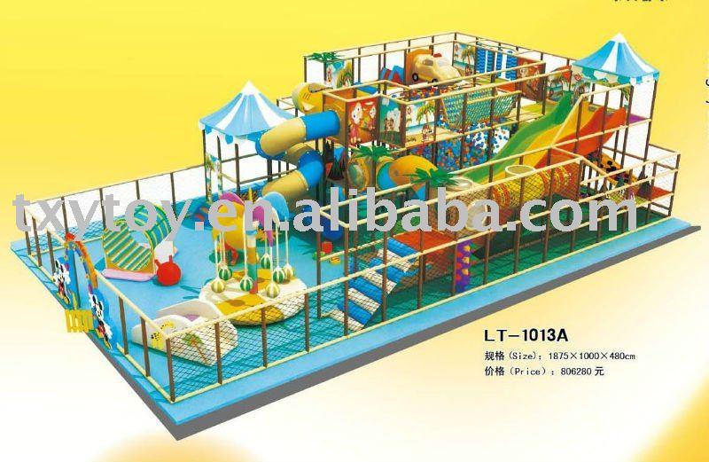 interior del patio de juegos infantiles de zona infantil de de juegos lta
