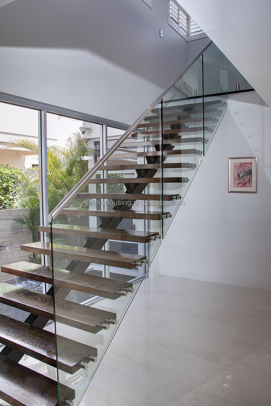 Floating Stairs With Tempered Glass Stair Railng