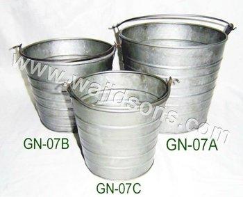 round tin bucket