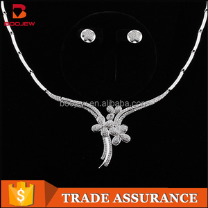 Jewelry Making Supplies Fashion Four-Leaf Shaped Necklace Earring Set Cubic Zirconia Jewelry Set in Latest Design For Bridal