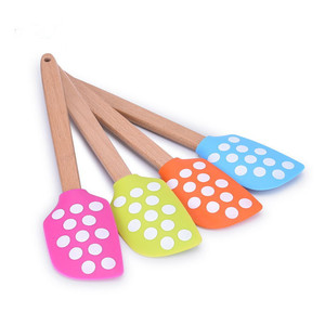 OEM ODM kitchen tool silicone Polka Dots spatula with wooden handle