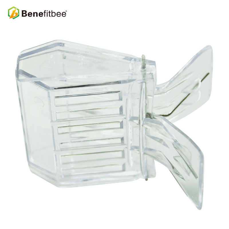 High Quality Plastic Queen Cage Clip Queen Cage For Sale
