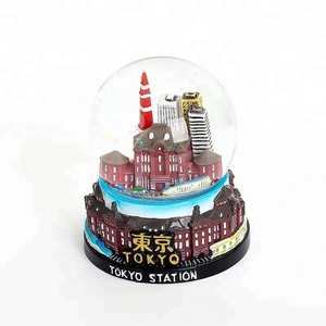 65mm High Quality Hand Painting Custom Resin Crafts Japan Souvenirs Snow Globe Tokyo Station Glass Water Globe