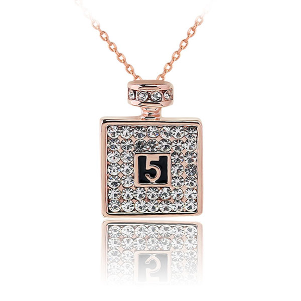 Fashion luck numbers 5 short pendant necklace