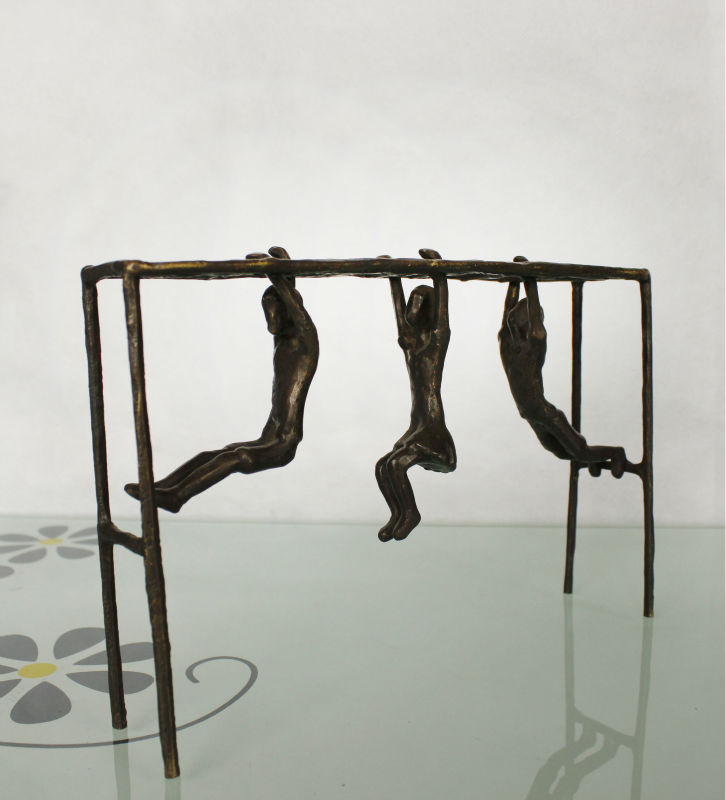 home decorative bronze sculpture for home decoration Climb the rungs figurines