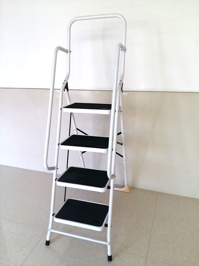 Amazon New 4 Step Safety Ladder With Side Safety Rails