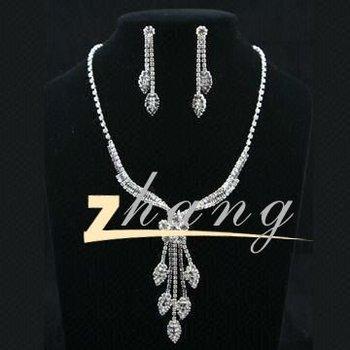bc10850df Beauty Design Diamond Pendant Jewelry Set - Buy Bridal Jewelry ...