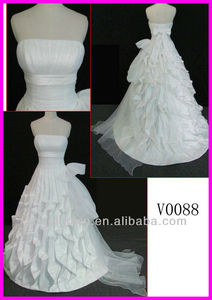 2014 guangzhou pleated Tafetta strapless A-line wedding gowns/bridal dresses with straight neckline and ribbon sash V0088