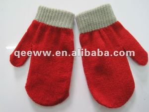 2014 Red mittens for the gift of Christmas New year